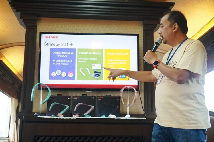 National Sales Senior General Manager SEID SHARP, Andry Adi Utomo memaparkan strategi bisnis SEID 2019. (Foto: Pandu S./SHARP)